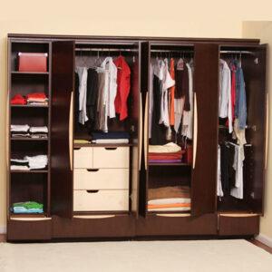 Một chiếc tủ đa năng không chỉ để treo quần áo đơn thuần, mà có thể các đồ cá nhân khác